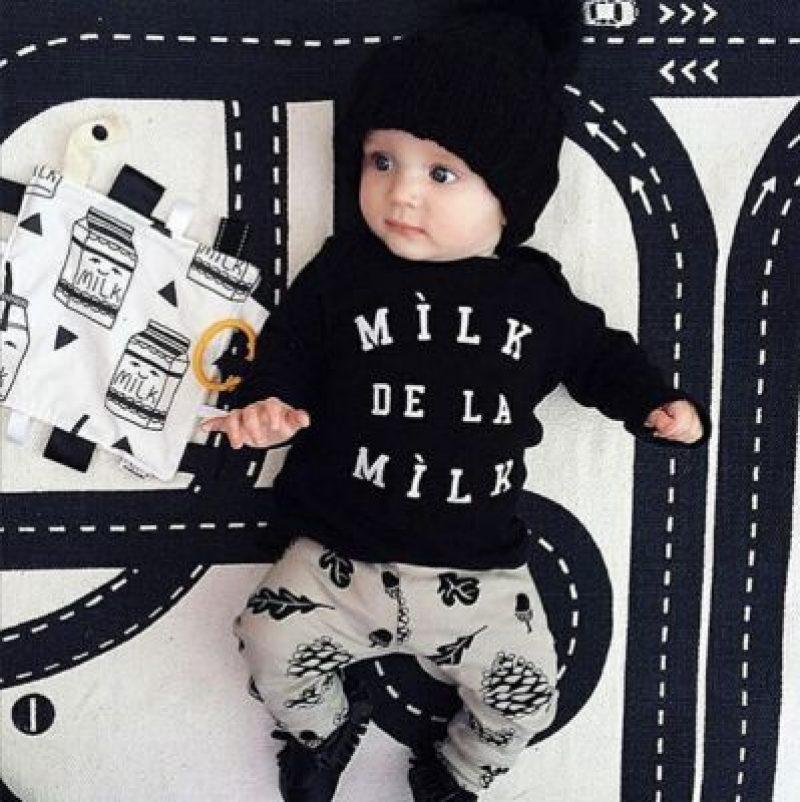Conjunto pantalón y camiseta en algodón orgánico. Moda Bebé