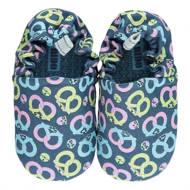 Poco Nido zapatos flexibles con pretzels estampados