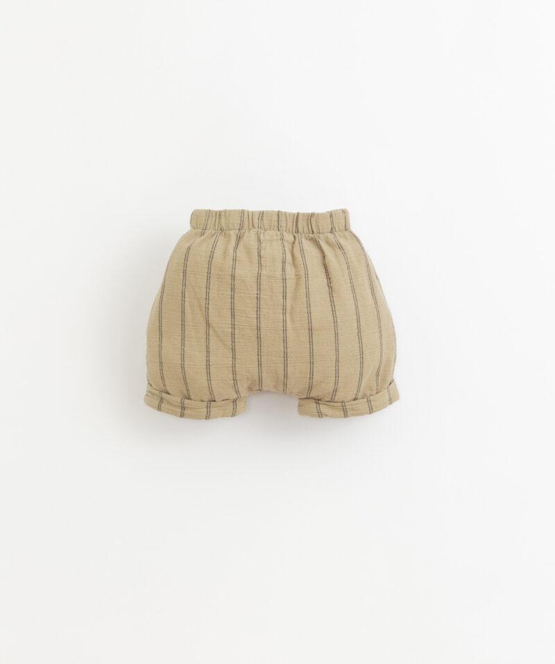 Pantalón corto de bebé de Play Up - detrás