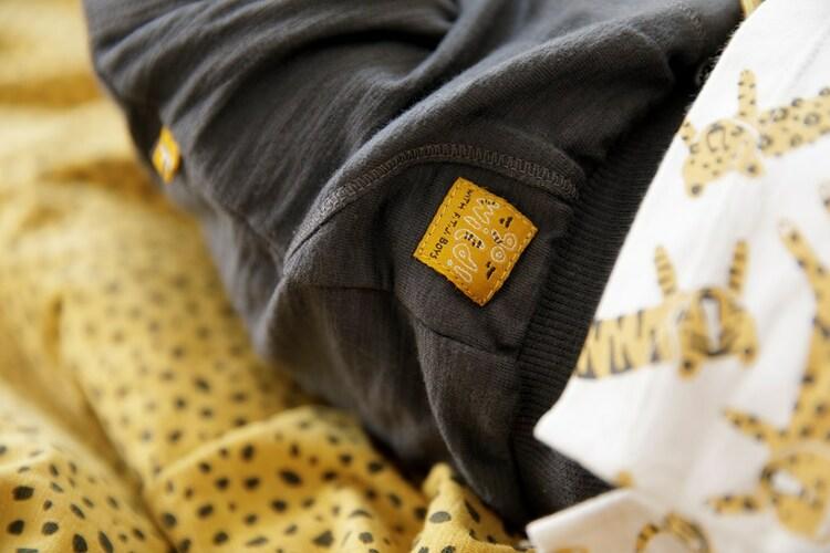 Pantalones cortos en algodón orgánico para bebés de la marca Feetje - lifestyle