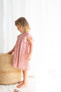 Vestido estampado para niña de Petit Indi - lifestyle