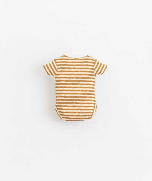 body de algodón orgánico de bebé de Play Up -detrás