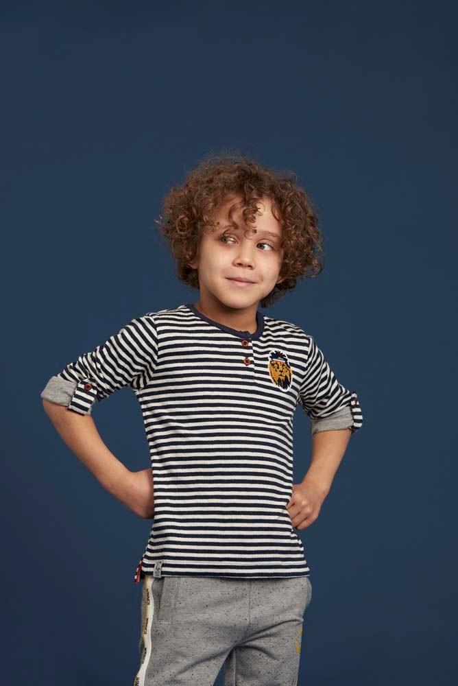 Camiseta de rayas de niño - lifestyle